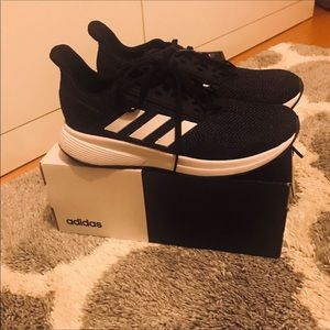 BRAND NEW ADIDAS SNEAKERS SZ 7